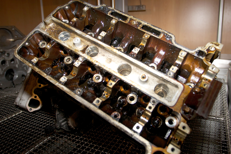 شستشوی سرسیلندر خودرو در دستگاه التراسونیک